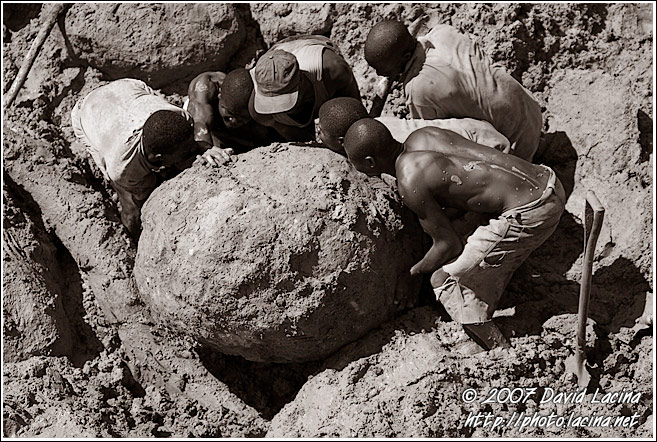 Workers Trying To Move A Huge Stone - Diamond Mines, Sierra Leone